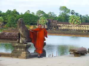 siem-reap-angkor-wat-monk