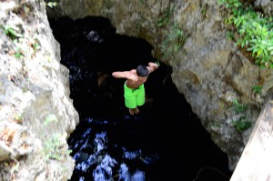jump-cave-sea-cancun