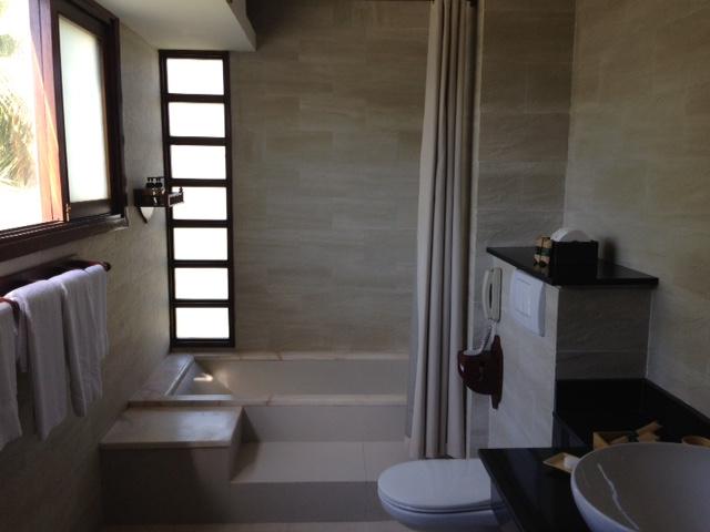 palm-garden-bathroom