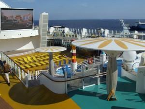 cruise-ships-pools